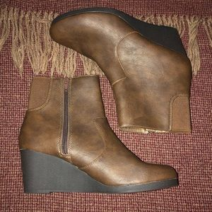 Life stride wedge faux leather booties